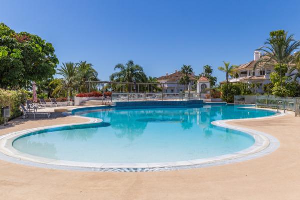 2 Bedroom, 2 Bathroom Apartment For Sale in Monte Paraiso, Marbella Golden Mile