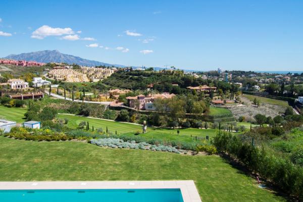 4 Bedroom, 4 Bathroom Villa For Sale in Los Flamingos, Benahavis