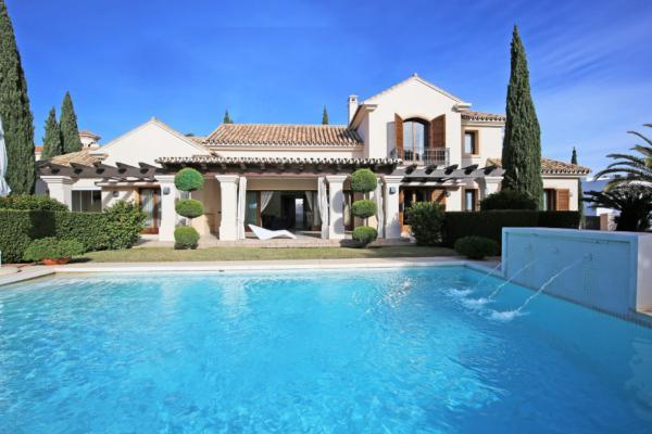 5 Bedroom, 6 Bathroom Villa For Sale in Los Flamingos, Benahavis