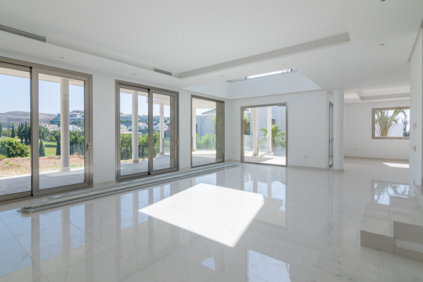 4 Bedroom, 4 Bathroom Villa For Sale in Benahavis