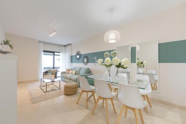 2 Bedroom, 2 Bathroom Apartment For Sale in Los Flamingos, Benahavis