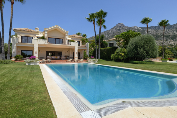 5 Bedroom, 5 Bathroom Villa For Sale in Marbella Hill Club, Marbella Golden Mile